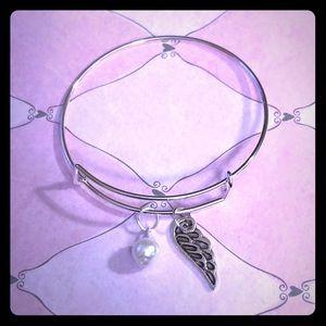 💙🌺Pearl Open Angel Wing Adjustable Bracelet🌺💙